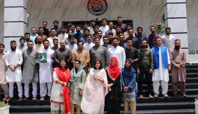 پنجاب سیف سٹیز اتھارٹی کی جانب سے قوم کو عیدالفطر مبارک، سیف سٹیز افسران و عملے نے ملکر کیک کاٹا