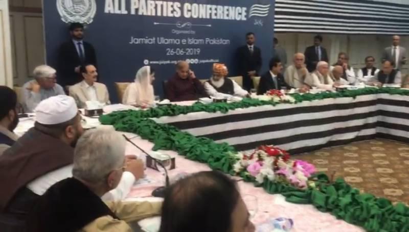 متحدہ اپوزیشن اے پی سی مولانا فضل الرحمان کی سربراہی میں آغاز ہوگیا۔