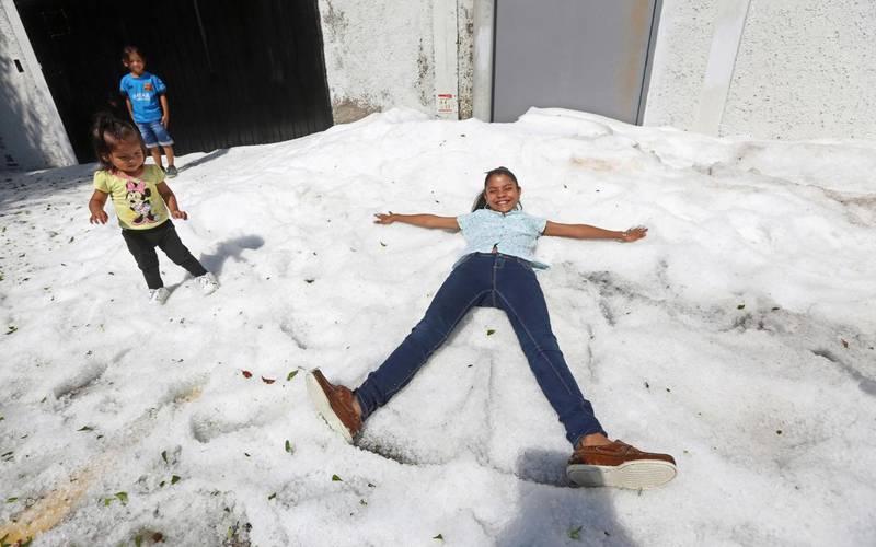 میکسیکو میں موسم گرما میں شدید برف باری نے لوگوں اور ماہرین موسمیات کو حیران کردیا۔