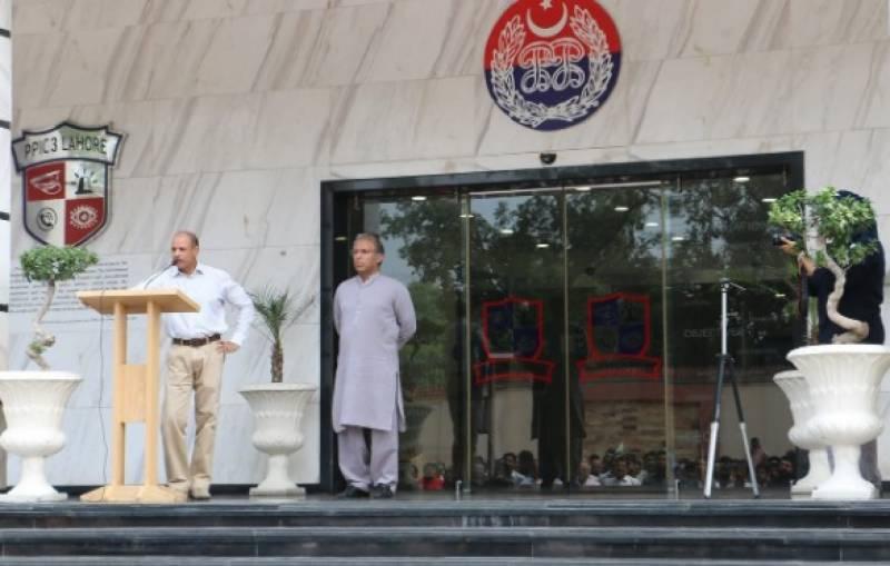 پنجاب سیف سٹیز اتھارٹی میں 12 بجے قومی اور آزاد کشمیرکا ترانہ بجایا گیا, افسران وسٹاف سمیت 500 سے زائد پولیس کیمونیکشن افسران نے قومی ترانہ پڑھا