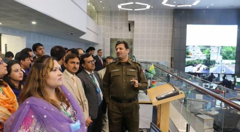مینجمنٹ اینڈ پروفیشنل ڈویلپمنٹ ڈیپارٹمنٹ میں زیرتربیت افسران کا پنجاب سیف سٹیز اتھارٹی کا دورہ ,چیف ایڈمنسٹریشن آفیسرمحمد کامران خان نے پبلک پالیسی اینڈ گورننس کورس کے 40 افسران کو بریفنگ دی