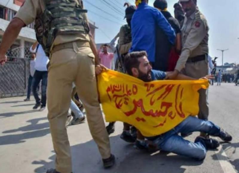 مقبوضہ کشمیر میں بھارتی لاک ڈاؤن کا 35 واں روز،محرم کے جلوس پر شیلنگ اور پیلٹ گنز کا استعمال متعدد زخمی،سینکڑوں گرفتار