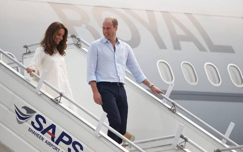 برطانوی شہزادہ ولیم اورشہزادی کیٹ میڈلٹن لاہور پہنچ گئے ۔ شاندار استقبال