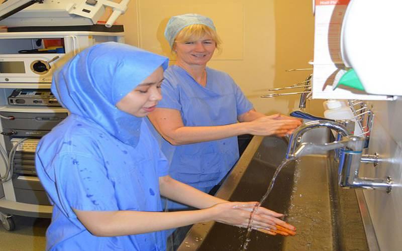 مسلمان خا تون ڈاکٹر کا کا رنامہ،پہلی بار جراثیم سے پاک 'ڈسپوزیبل' حجاب متعارف