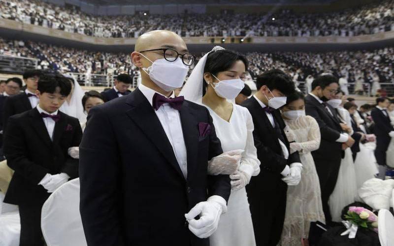 جنوبی کوریا کونا وائرس سے خوفزدہ نہیں، اجتماعی شادی کی تقریب منعقد، ہزاروں جوڑوں کی شرکت