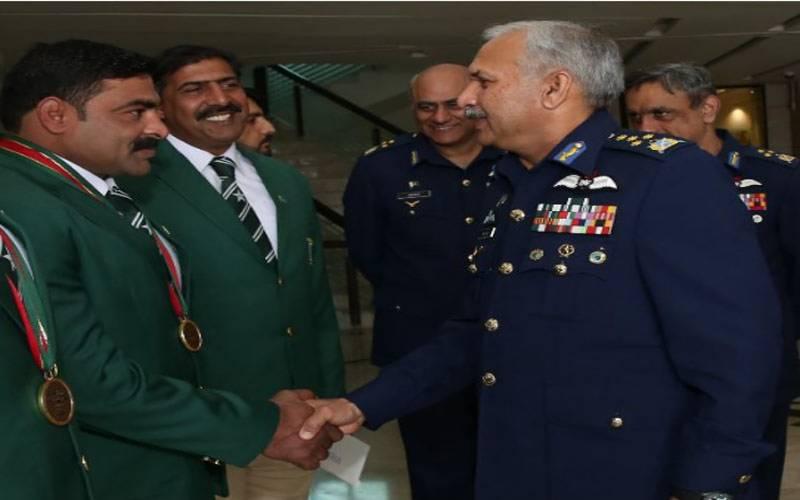 سربراہ پاک فضائیہ کی جانب نے نیشنل کبڈی ٹیم کو نقد انعامات سے نوازا۔