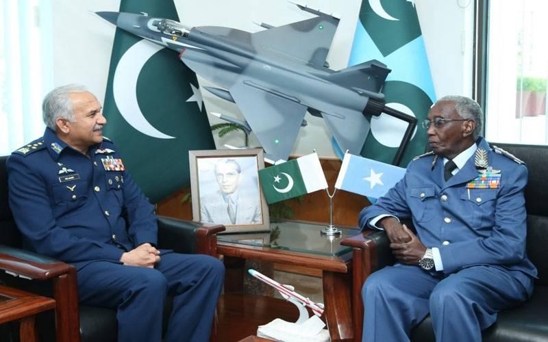 صومالیہ کی فضائیہ کے کمانڈر کی پاک فضائیہ کے سربراہ سے ملاقات