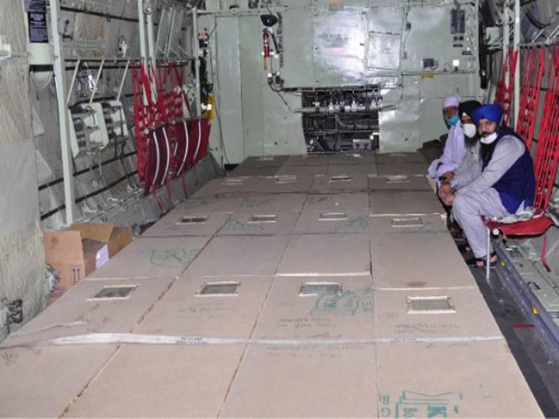 پاک فضائیہ کا سی -130 طیارہ لاہور سے سِکھ یاتریوں کی میتیں لے کر پی اے ایف بیس پشاور پہنچ گیا۔