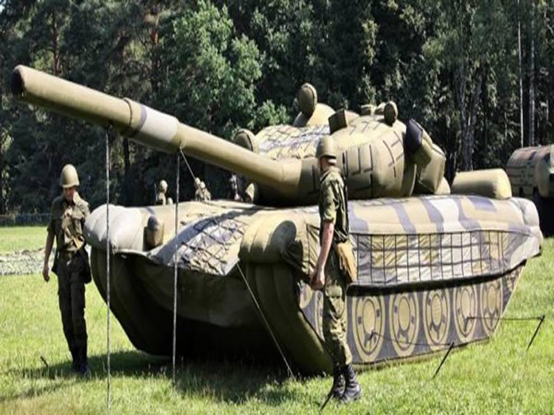 روسی اسلحہ خانے میں ہوا بھرے ٹینک، میزائل اور فوجی گاڑیاں