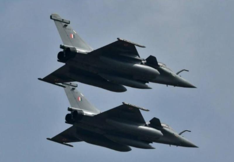 بھارت کی کمزور ایئرفورس اورناکارہ جہاز مذاق بن گئے، عالمی میڈیا نے کاغذی شیر قرار دیدیا