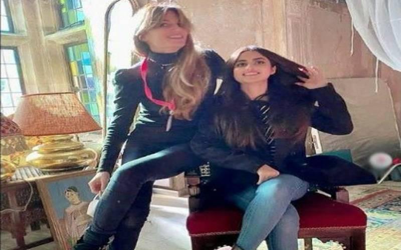 پاکستانی اداکارہ سجل علی کی جمائماگولڈاسمتھ کے ساتھ تصویر وائرل