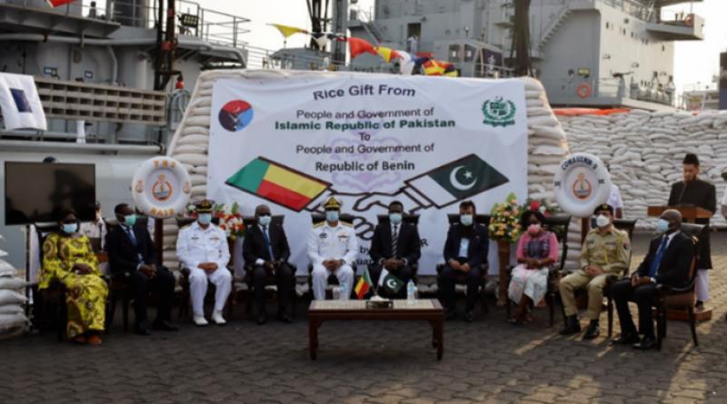 پاک بحریہ کے جہاز نصر کا افریقی خطے کوٹونو پورٹ کا دورہ ، نائیجر اور بینائن میں اشیاء خردونوش فراہم کی