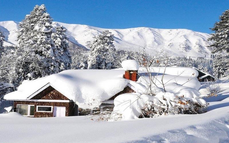 مقبوضہ کشمیر میں تازہ برف باری
