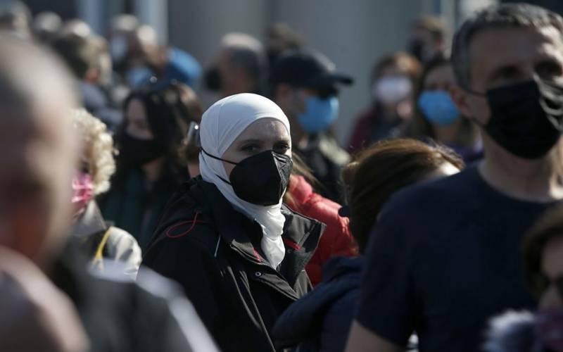 مفت کرونا ویکسین:سربیا میں پڑوسی ملکوں کے لوگوں کا طوفان امڈ آیا