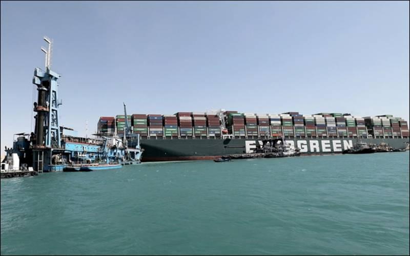 نہر سوئز میں پھنسے مال بردار جہاز کو نکال لیا گیا
