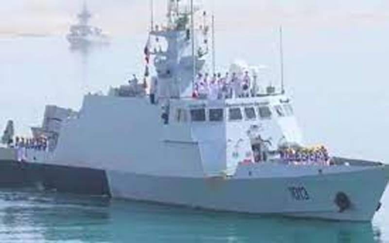 پاک بحریہ کے جہازوں پی این ایس عالمگیر اور پی این ایس عظمت نے قطر کا دورہ