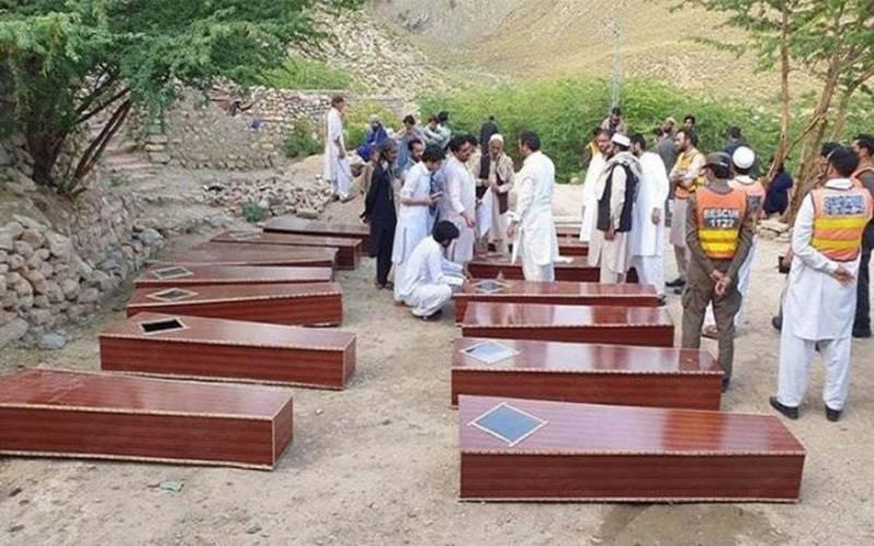 اجتماعی قبر سے نکالے گئے 16 مقتولین کی نمازِ جنازہ شانگلہ میں ادا