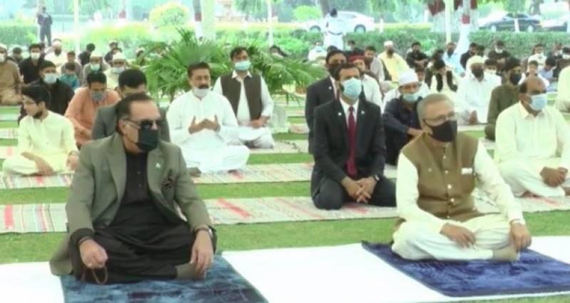 صدر عارف علوی اور گورنر سندھ عمران اسماعیل نے نماز عید کراچی میں ادا کی