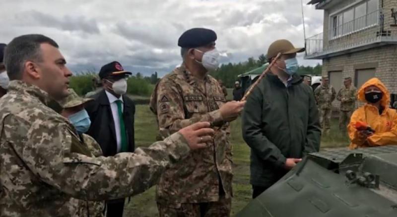 آرمی چیف کا دورہ یوکرین، وزیراعظم سمیت اعلیٰ حکام سے ملاقاتیں کیں, دفاعی پیداوار اور انٹیلی جنس کے شعبوں میں تعاون بڑھانے پر اتفاق