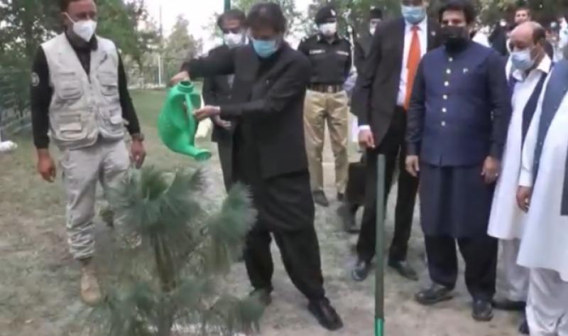 وزیرِ اعظم عمران خان نےقائد اعظم کی رہائش گاہ کی بحالی و تزئین و آرائش اور قائد کے اعزاز میں بنائے گئے مجسمے کا افتتاح کیا