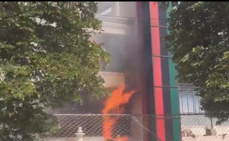 بحٹ سے پہلے پیپلز پارٹی مشکل میں:- بلاول ہاؤس میڈیا کراچی میں آگ لگ گئی