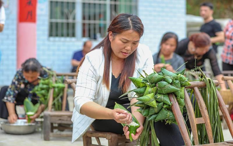 سنگاپور:ڈریگن بوٹ فیسٹیول کا تہوار منانے کے لئے چاول کے ڈمپلنگز تیار