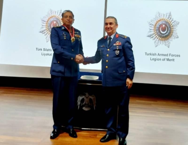 ایئرچیف کی ترک وزیردفاع اور چیف آف جنرل اسٹاف سے الگ الگ ملاقات