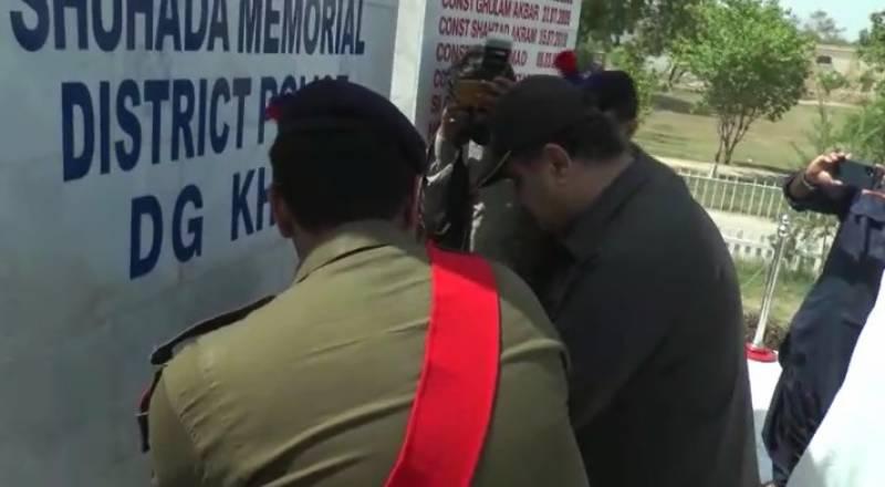 وزیراعلیٰ پنجاب سردار عثمان بزدار کی پولیس لائنز ڈیرہ غازی خان آمد,پولیس کے چاک و چوبند دستے نے وزیراعلیٰ کو سلامی پیش کی