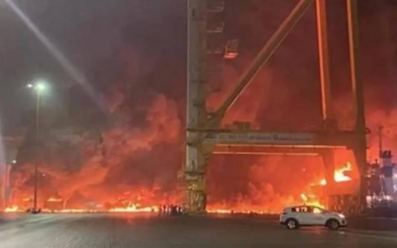 متحدہ عرب امارات کا شہر دبئی دھماکوں سے گونج اُٹھا