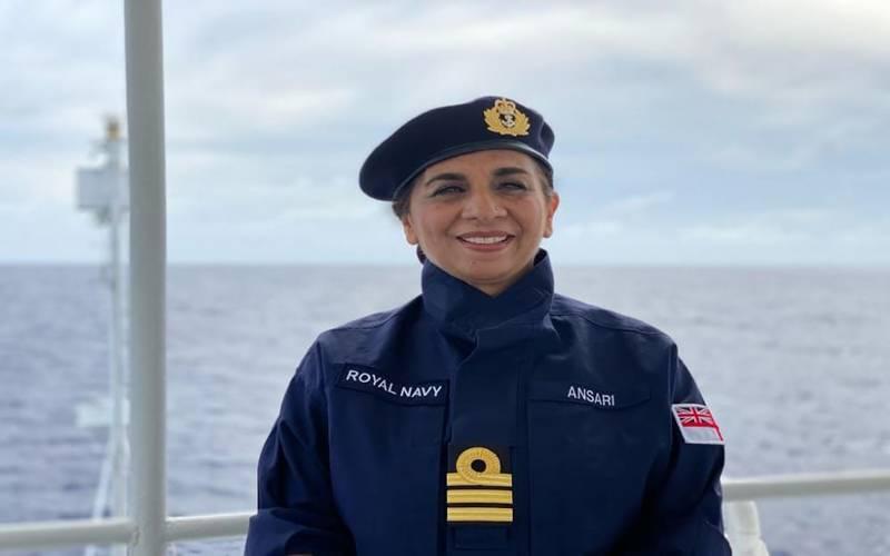 پاکستانی نژاد خاتون دُردانہ انصاری دنیا کی پہلی رائل نیوی کیپٹن