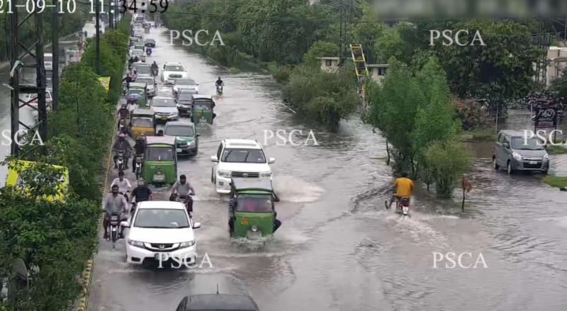 پنجاب سیف سٹیزاتھارٹی کیمروں کی مدد سے واسا کو شہر میں جمع ہونے والے بارشی پانی کے بارے مسلسل اپڈیٹ کرنے کا سلسلہ جاری