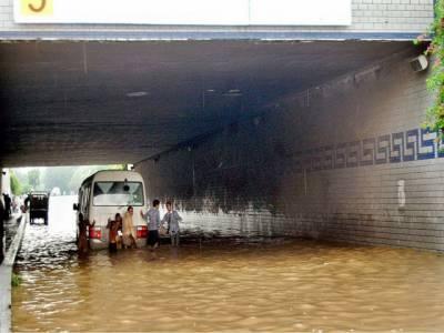 لاہور، مختلف علاقوں میں موسلادھار بارش، موسم خوشگوراہوگیا تاہم نشیبی علاقوں میں پانی جمع ہونے سے شہریوں کو شدید مشکلات کا سامنا۔