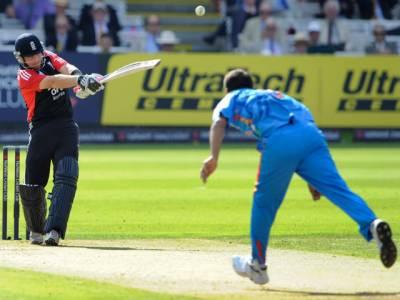 انگلینڈ نے پانچویں ون ڈے میچ میں بھارت کو چھ وکٹوں سے شکست دے کر پانچ میچوں کی سیرہز تین صفر سے جیت لی