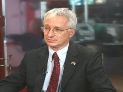 امریکی سفیر کیمرون منٹر نے کہا ہے کہ حقانی نیٹ ورک کے پاکستانی حکام سے رابطے ہیں