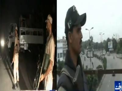 کراچی میں رینجرز اور پولیس نے مشترکہ کارروائیوں کے دوران سٹریٹ کرائمز اور بھتہ خوری کے الزام میں چودہ افراد کو گرفتارکرلیا۔