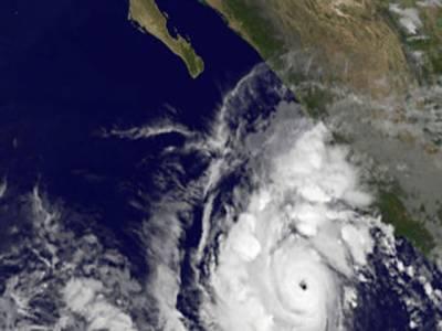 سمندری طوفان جوا میکسیکو کی مصروف ترین بندرگاہ پورٹو ولارٹا کی جانب بڑھ رہا ہے، لوگوں نے نقل مکانی شروع کردی ۔