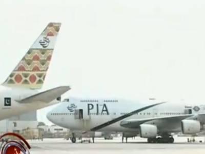 پشاور سےدبئی جانےوالی پروازکی ونڈوسکرین چٹخ گئی جس کی وجہ سے طیارے کو کراچی میں اتار لیا گیا۔