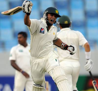 ٹیسٹ میچ کے دوسرے دن پاکستان نے اپنی پہلی اننگز میں چار وکٹوں کے نقصان پردو سو اکیاسی رنز بنالئے۔