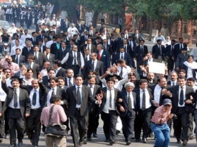 پرویز مشرف کی جانب سے ایمرجنسی لگائے جانے کے غیر آئینی اقدام کو چار سال مکمل، وکلاء آج ملک بھر میں یوم سیاہ منارہے ہیں۔