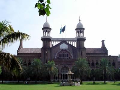 پنجاب بھر میں نوجوانوں کو شیشہ پیش کرنے والے کیفےٹیریاز پر پابندی کے لیے لاہور ہائی کورٹ میں درخواست دائر کر دی گئی۔