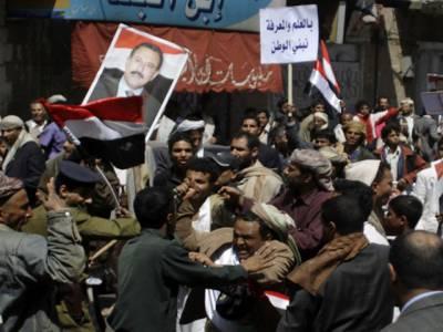 یمن میں صدرعلی عبداللہ صالح کے حامیوں اور مخالفین میں جھڑپوں کے دوران چارافراد ہلاک اور متعدد زخمی ہوگئے۔