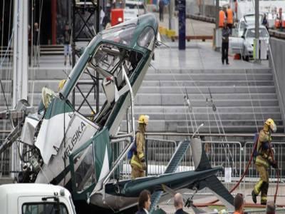 نیوزی لینڈ میں کرسمس ٹری لگاتے ہوئے ہیلی کاپٹر گرکر تباہ ہوگیا۔
