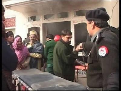 گوجرانوالہ، دوگروپوں کے درمیان فائرنگ، گھروں کو آگ لگادی گئی، تین خواتین اور چار بچوں سمیت تیرہ افراد جاں بحق ۔