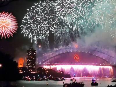 دنیا بھر میں نئے کے استقبال کی تیاریاں مکمل کرلی گئی ہیں۔ تمام ممالک کے لوگ اپنی اپنی روایات کے مطابق نئے سال کو خوش آمدید کہیں گے۔