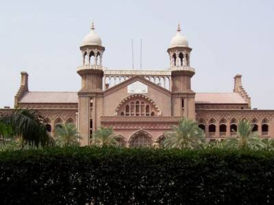 لاہور ہائیکورٹ کے جسٹس شیخ احمد فاروق کی اداکارہ سپنا خان اغواء کیس سے متعلق درخواستوں کی سماعت سے معذرت ۔