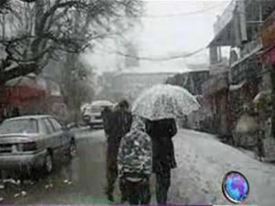 ملک بھر میں سردی کی شدت میں اضافہ، ملک کے بالائی علاقوں میں برفباری کا سلسلہ جاری۔ شاہراہ ریشم بند اور چترال میں فضائی سروس معطل ۔