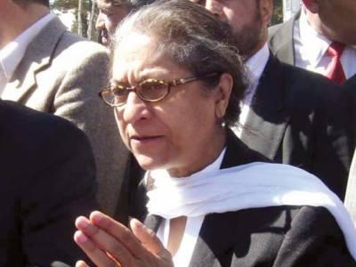 عدلیہ خود کو سیاست سے پاک کرے یا پھر الیکشن لڑکر پارلیمنٹ آئے، دیکھ لیں گے کہ کس میں کتنا دم ہے۔ عاصمہ جہانگیر