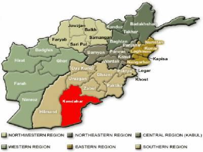 افغان صوبےقندھار میں خودکش کار حملےمیں ضلعی گورنر اور اسکے دو بیٹوں سمیت پانچ افراد جاں بحق اور تیرہ زخمی ہوگئے۔