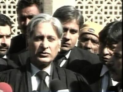 توہین عدالت کیس میں وزیراعظم گیلانی کے وکیل اعزازاحسن نے صدارتی استثنیٰ کے لیے عدالت سے رجوع کرنے کوغیرضروری قرار دے دیا.