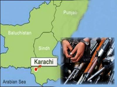 کراچی، پولیس کی لیاقت آباد کے علاقے میں کارروائی، ٹارگٹ کلنگ اور دستی بم حملہ کیس میں ملوث لیاری گینگ وار کے دو اہم ملزمان کو گرفتار۔